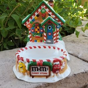 Christmas m&m house with candy dish,rare
